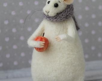 Felted mouse Needle Felt mice White mouse realistic Wool felt Needle felted animals Felted mice Needle felting toys Soft