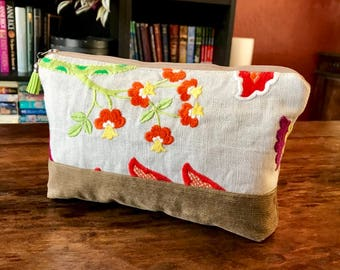 Medium Padded Essential Oil Pouch- Upcycled Upholstery Fabric - Floral - Fits 9 Bottles