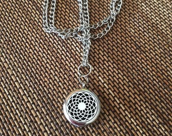 Aromatherapy, diffuser necklace, silver locket on a silver chain. Felt pads included.