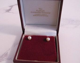 Vintage 9K 9 Carat Gold Pearl Screw Back Earrings. Genuine Cultured 6mm Saltwater Pearls. Goldsmiths Presentation Box Bridal Wedding Formal.