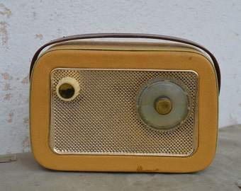 Working radio - Tesla radio - Tesla Comet 9 Commodore - Tesla transistor radio - Type golden colour - 9 transistor radio - Vintage radio