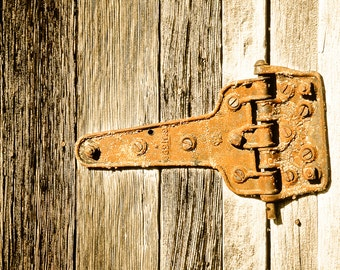 Rustic Art, hinge, rusty hinge, weathered hinge, weathered wood, rustic, primitive, rust color, gray, Country Home Decor