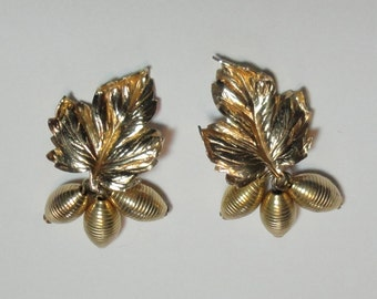 BARTEK Gold tone Leaf with Charms Clip on Earrings.