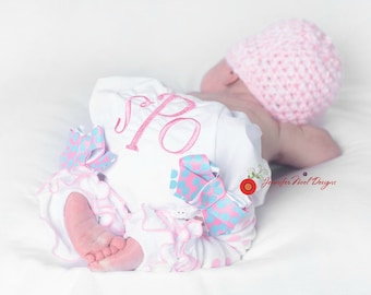Personalized Baby Bloomers and hat, Newborn Girls Photo outfit, newborn hospital hat, monogrammed baby bloomers