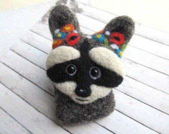 Cute gift for her Girl jewelry Needle felted raccoon Girl gifts Animal jewelry Miniature raccoon gift for sister Animal portrait Raccoon
