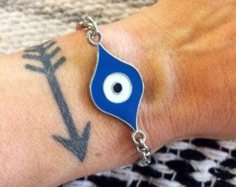 Handmade evil eye bracelet // made in USA // pendant and chain bracelet // boho hippie gypsy festival // all seeing eye of Horace eyeball