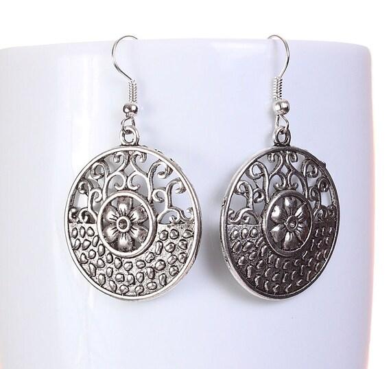Silver tone filigree flower round drop dangle earrings (594)