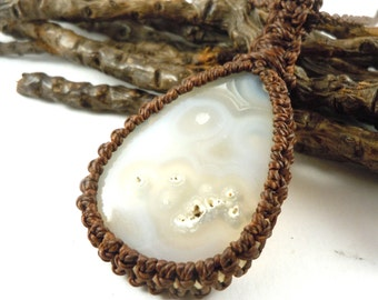 White Agate necklace, macrame jewelry, spirituality necklace, white agate pendant, Pregnancy gift idea, healing crystal, wrapmeacrystal
