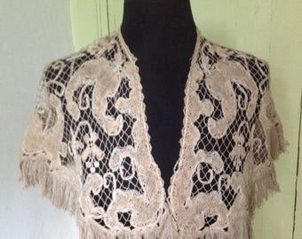 Very beautiful old filet collar mesh large