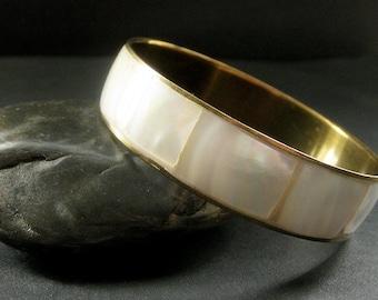 Vintage Brass and Shell Bangle Bracelet. Vintage Jewelry.