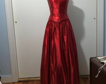 Lovely full Red satin evening gown, Size 4/6