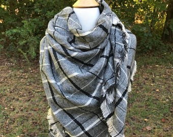 Black and Cream Blanket Scarf