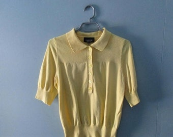 ON SALE Vintage lightweight knit top in sunny yellow cotton / short sleeve sweater / Size small to medium