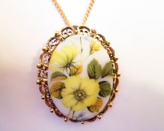 Pin Pendant. Vintage Soft Yellow Floral Cabochon Necklace/Brooch