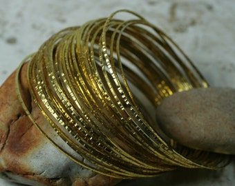 Stacking Bangle, Stackable Bangle, Hammered Bangle, Handmade Bangle, Gold Bangle, Bangle Set, Small to Medium, 2 pcs (item ID XMGP65T)