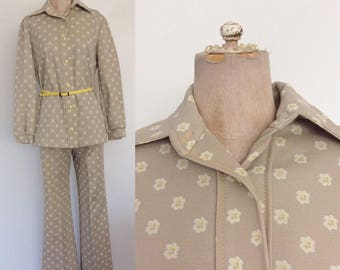 1970's Beige Floral Print Polyester Suit w/ Flare Pants Size Large XL by Maeberry Vintage