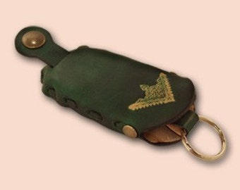 "Leather Key Case ""Sima"" Green - FREE Shipping Worldwide- Belt Key Holder - Belt Loop Keychain - Leather Key Cup - Gift For Him"