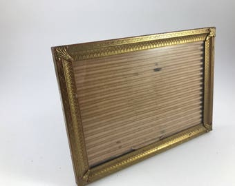 Vintage Gold Metal Horizontal or Landscape 5 x 7 Picture Frame