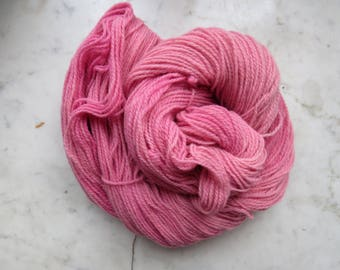 Natural dyed merino yarn pink cochenille