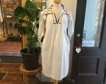 Vintage 1960s 1970s Guetemalan Embroidered White Decorative Festival Oversize Plus Size Tunic