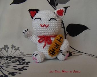 Maneki neko Japanese cat brings good luck crochet