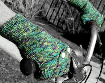 Fingerless Mitts with Pockets PDF pattern, knit these gloves with sock yarn with pockets for handwarmers.