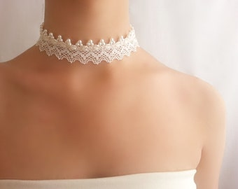 Lace pearl necklace , Ivory bridal choker , Romantic necklace , Vintage style choker , Wedding elegance , Retro pearl necklace , Statement