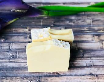 Lemongrass soap made with Lemongrass Essential Oil - All Natural Vegan Soap - Lemongrass Soap made with Aloe Vera Gel - Aloe Vera Soap