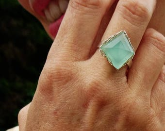 Chalcedony ring. green silver ring. Chalcedony jewelry. French handmade jewelry. Wire crochet jewelry. Chalcedony Gemstone. Handmade Ring