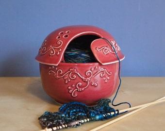bol en céramique fil avec couvercle dans le vin