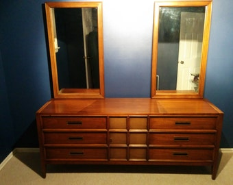 Vintage mid century dresser with mirrors by Drexel, Paragon collection