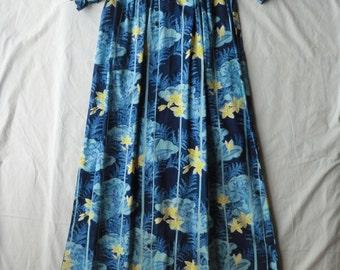 Petite 1950s Vintage Hawaiian Dress by HOALOHA
