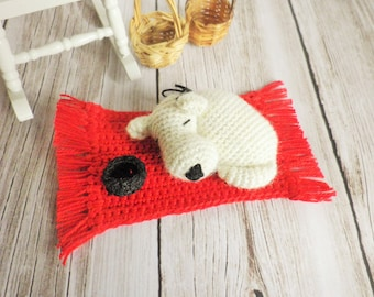 Mini crochet very very fine, dreamy white dog on his red carpet, art and collections, decoration, toy dog