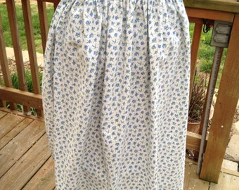 Pretty Vintage Simple Country Blue Rosebuds Cotton Ladies Half Apron