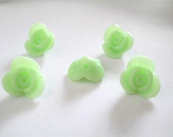 5 beads acrylic flower shaped light green 15x15x8mm