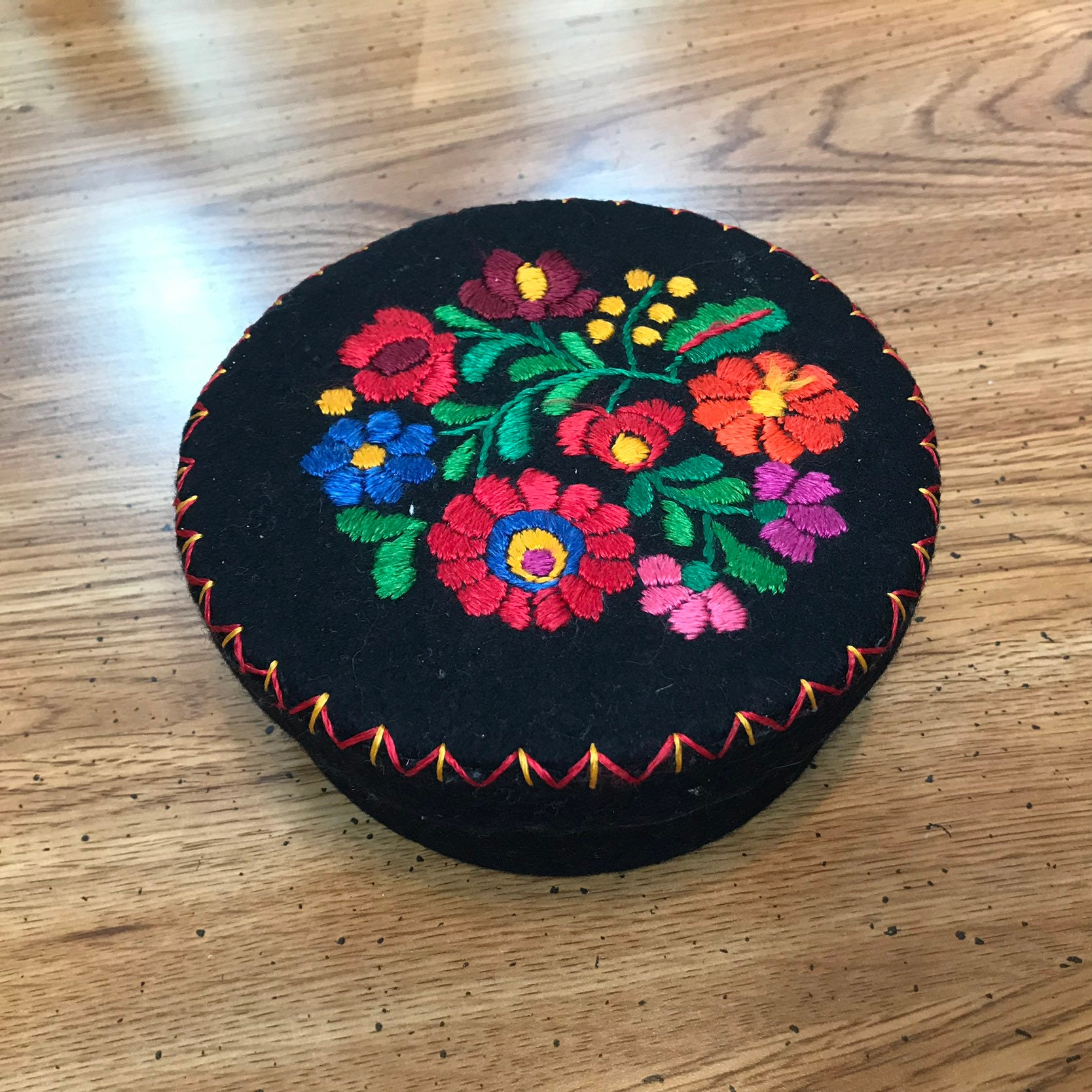 Vintage 1960s Floral Embroidery Embroidered Felted Wool Trinket Jewelry Box