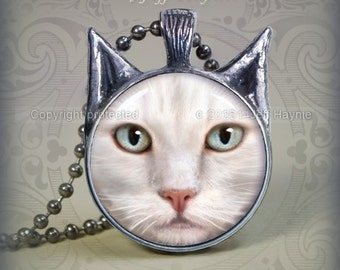 WH9 WHITE CAT  Pendant
