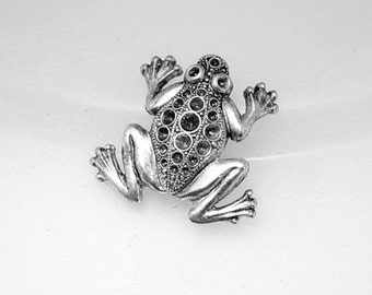 1pcs--Frog, Brass Stamping, Antique Silver, 26x27mm (B34-9)