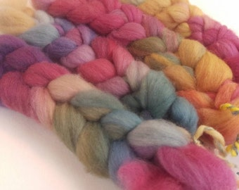 """Naturally dyed art braid fine merino roving 'Red.Cat.Mad.Hat-ter"""" (Phatfiber)"""