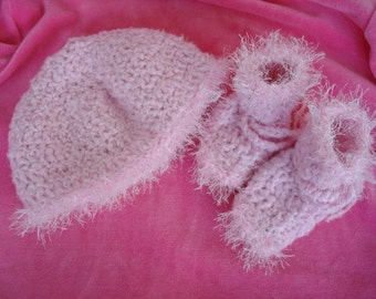 Twinkletoes Baby Bamboo Girls Hat and Bootie Set - Pink 320