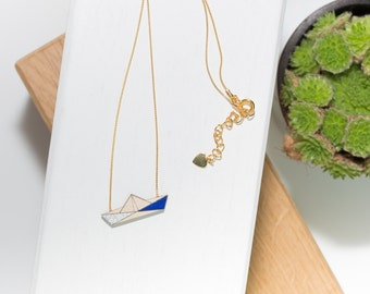 Boat necklace in natural wood (Silver/Blue) and gold chain.