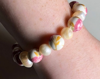 Pink flower and pearl stretch bracelet
