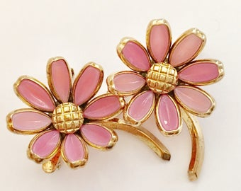 Trifari Brooch Set, Vintage Jewelry, Crown Trifari Jewelry, Poured Glass, Pink Flower Brooch, Scatter Pins, Vintage Brooches, Trifari Pin