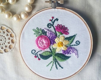 Flower bouquet embroidered hoop, embroidery, hoop art, Mother's day, home decor, romantic flowers, field flowers, floral, mom gift, 4 inches