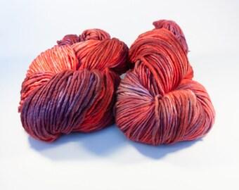 Bol plein de cerises - à la main de laine teints poids encombrant seul pli fil sur renard véloce Chunky/encombrants