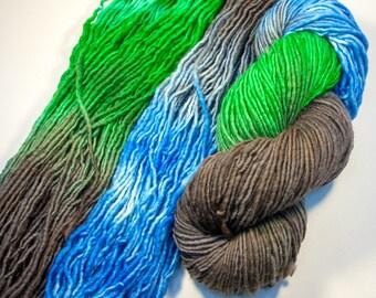 Fil de laine peignée seul pli sur renard véloce socle - en terre depuis l'espace Colorway de teint à la main