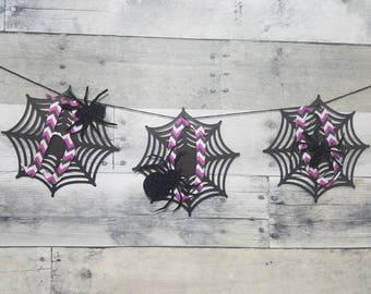 Halloween decor | Boo | Spiderweb | spiders | Glitter | Halloween banner | Creepy crawly | EEK | Black and purple | Hallween party decor