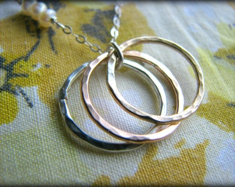 Mother and Children Eternity 3 Rings Necklace - Three Infinity Circles Gold Rose Gold Sterling Silver - Mother's Day Gift Mom Grandmother