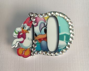 D is for Daisy brooch pin