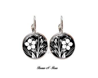 Silver Flower cabochon earrings black and white Stud Earrings